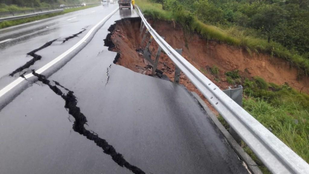 c36640bf 9bc6 443e 8ab0 22ac661075c5 1024x576 - BR 230 RACHADA: Fortes chuvas fazem asfalto ceder em Santa Rita; PRF emite alerta