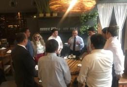 Dra. Paula se reúne com deputados da oposição em almoço na Capital