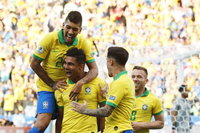 Brasil goleia Peru por cinco a zero e fica como primeiro do grupo na Copa América