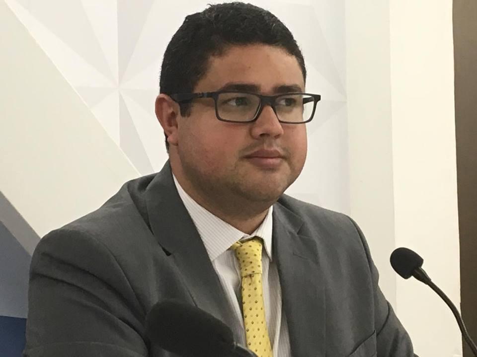 henrique toscano - Advogado Henrique Toscano critica a festa de São João da cidade de Bananeiras