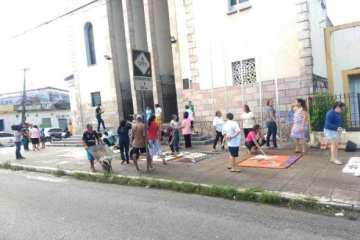 igreja - CORPUS CHRISTI: Católicos montam tapetes para celebrações da data em JP