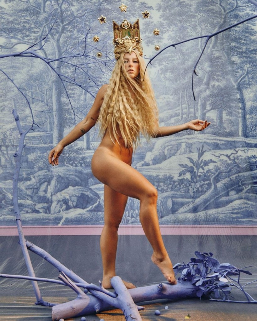 paolla 11321900 5 819x1024 - Paolla Oliveira sensualiza em novas fotos no perfil da personagem Vivi Guedes