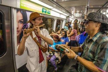 xartistas rua metro.jpg.pagespeed.ic .0gJ6GXVa04 - 'GRITARIAS E RUÍDOS ESTRIDENTES': Justiça proíbe artistas de rua no metrô, após ação de Flávio Bolsonaro