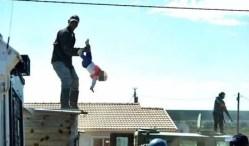 xblog africa.jpg.pagespeed.ic .Mha1byXYpV - LIVRE: Homem jogou filha de telhado em protesto contra demolição não será preso