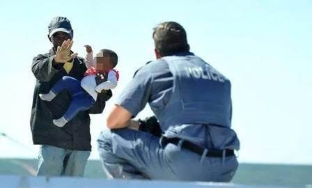 xblog slovo.jpg.pagespeed.ic .9izUL6Bw47 - LIVRE: Homem jogou filha de telhado em protesto contra demolição não será preso