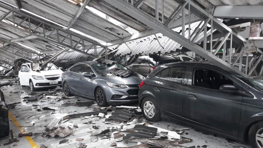 0c779bac 5cdd 4f17 b81e b0cd29f73578 1024x576 - TRAGÉDIA EM CG: Teto da concessionária Chevrolet desaba e destrói veículos - VEJA VÍDEO