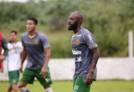 Botafogo-PB repudia suposto ato de racismo de torcida contra jogador do Sampaio Corrêa