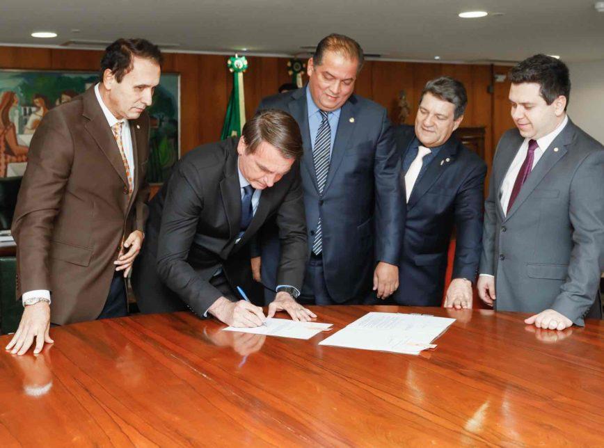 48235715107 c33b90af24 k 868x644 - UFNT: Bolsonaro assina lei que cria 1ª universidade federal de seu governo - VEJA VÍDEO