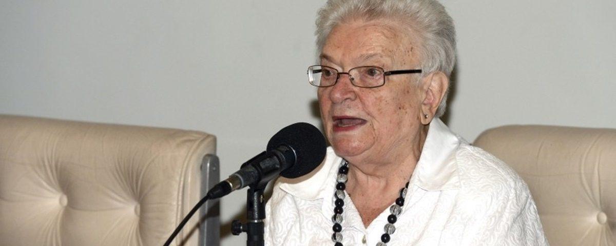 Erundina 1200x480 - DISPOSIÇÃO: Luiza Erundina se destaca ao participar de votação durante a madrugada - Por Nonato Guedes