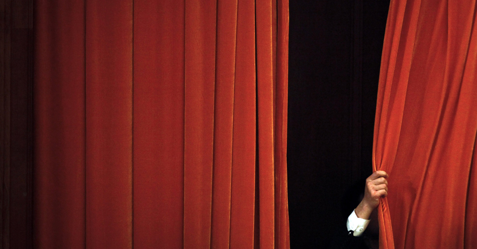 Fechar cortinas - CCBNB FECHANDO AS PORTAS - No meio de uma crise e desemprego sem precedentes o governo federal fecha centros de cultura - Por Francisco Aírton