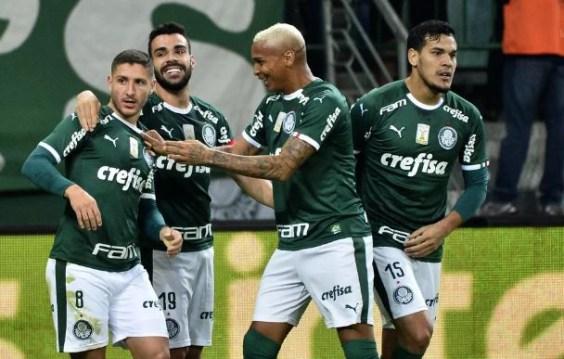 Palmeiras 300x191 - Palmeiras vence o Inter e larga na frente na disputa para semifinal da Copa do Brasil
