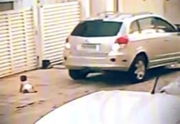 Mãe que deixou bebê de 11 meses em calçada, presta depoimento em João Pessoa