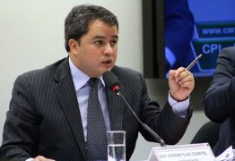 Efraim Filho sobre tributação no Brasil: 'Os problemas não são circunstanciais, são estruturantes'