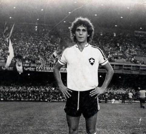 dag9knlwaaat9th 300x275 - Medonça, ex-meia e ídolo do Botafogo morre após dois meses internado
