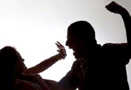 Filho entra na frente da mãe, leva facada de ex-padrasto e impede feminicídio