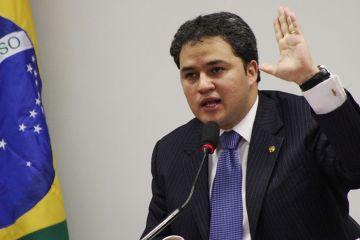'ELE NÃO TEM NADA A VER COM RC': Efraim Filho rebate crítica de direitistas a superintendente do trabalho na PB