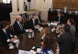 João Azevêdo apresenta potencialidades da Paraíba para dirigentes de empresa que vai administrar Aeroporto Castro Pinto
