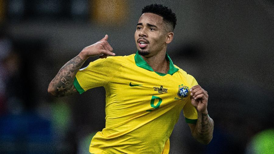 gabriel jesus comemora gol do brasil contra o peru 1562533997841 v2 900x506 - Atacante da seleção brasileira, Gabriel Jesus testa positivo para covid-19