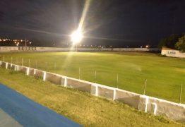 Iluminação do Estádio Higino Pires Ferreira começa a ser implantada e primeiros testes são realizados