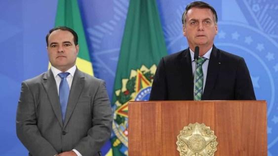 naom 5d1e36ee1e767 300x169 - Bolsonaro determina que novo ministro crie conta no Twitter