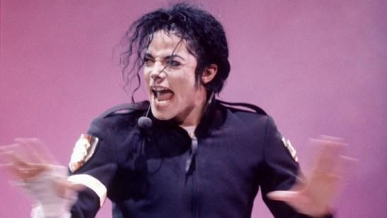 rexfeatures 201667a 300x169 - Fãs de Michael Jackson processam testemunhas que acusam cantor de assédio