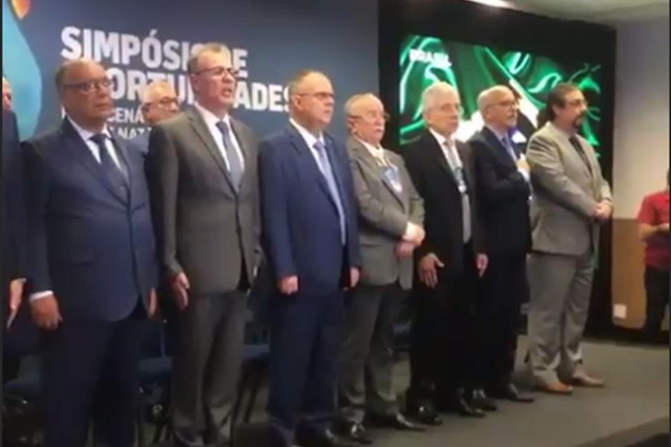 simposio - 'GOVERNADOR, VOCÊ É MENTIROSO!': Empresário se suicida em evento com ministro de Minas e Energia e governador de Sergipe - VEJA VÍDEO