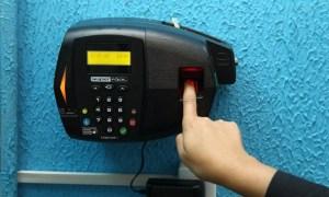 x59969938 CI Rio de JaneiroRJ 19 07 2016 Prefeito Alexandre Cardoso comeca a colocar ponto digi.jpg.pagespeed.ic .lqVLGzl9bY 300x180 - ECONOMIA E CONTROLE: Governo Federal começa a implementar ponto eletrônico para servidores públicos