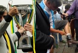 Deputado que entregou taça de 'Champions League' para Moro usava tornozeleira eletrônica por ameaçar adversários