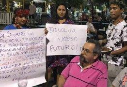 Ministro da Educação é alvo de protesto e hostilizado durante discussão com manifestantes- VEJA VÍDEO