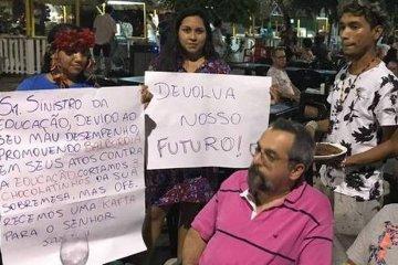 xWhatsApp Image 2019 07 22 at 23.16.03.jpeg.jpg.pagespeed.ic .LwePLDLGhD - Ministro da Educação é alvo de protesto e hostilizado durante discussão com manifestantes- VEJA VÍDEO