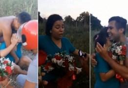Jovem se finge de morto para pedir namorada em casamento; VEJA VÍDEO