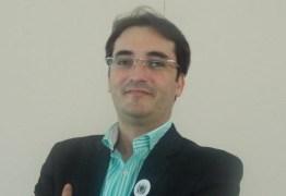 Adriano Galdino concede 'Medalha do Mérito Turístico da Paraíba' ao gestor do Centro de Convenções Ferdinando Lucena
