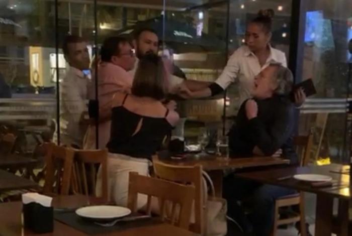 1 whatsapp image 2019 08 17 at 06 54 11 12653603 - Ator da Globo protagoniza barraco com casal em restaurante - VEJA VÍDEO