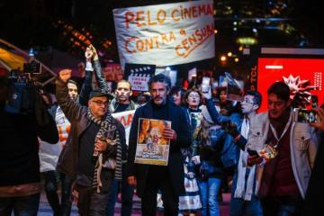 25314625 - Bolsonaristas agridem artistas que participaram de protesto no Festival de Gramado