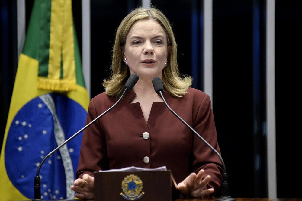 41214227131 2465e6338f k - Desembargador autoriza Gleisi a atuar como advogada de Lula