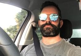 Ex-galã da Globo compartilha com fãs registro da nova carreira como motorista de aplicativo