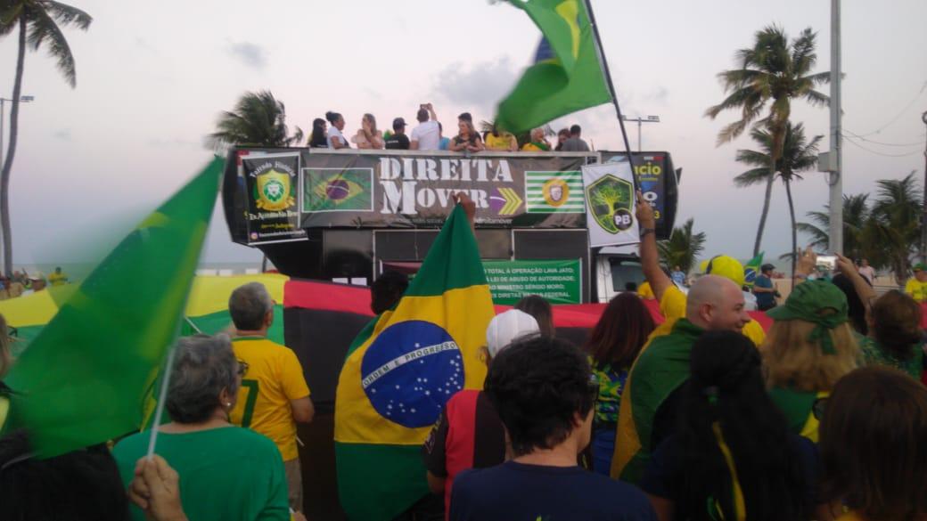 7a7c1e80 e714 450f bb59 4b01b364b5af 1 - Manifestantes fazem protesto contra projeto de lei de abuso de autoridade em João Pessoa