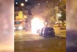 Nuvem de fumaça aterroriza moradores de Cajazeiras após carro incendiar-se no Centro da cidade – VEJA VÍDEOS