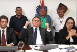 Ao lado de indígenas, Bolsonaro defende garimpo em territórios demarcados e critica ONGs