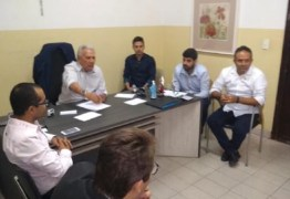 Prefeito Zé Aldemir se reúne com representantes de setores da construção civil em Cajazeiras