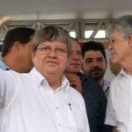 João Azevedo 1200x480 1 - Variações da crise: Ricardo fica com o partido, João com o governo? - Por Nonato Guedes