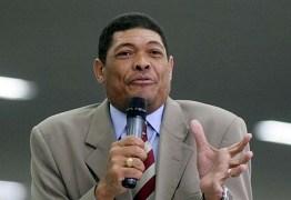 Pastor Valdomiro pede 'doações emergenciais' e lança perfume próprio