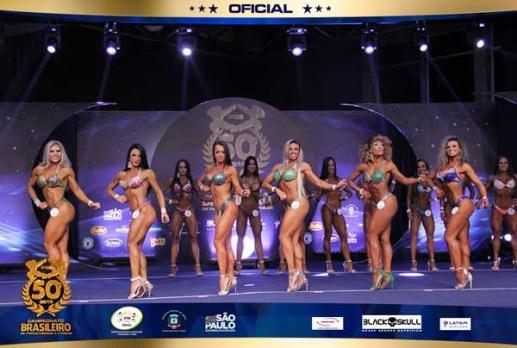 """Pastora Daiane Araujo frente 300x202 - IMPRESSIONANTE: Pastora exibe """"corpão"""" em campeonato de fisiocuturismo"""