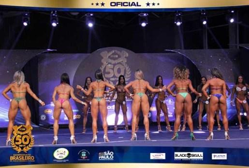 """Pastora Daiane Araujo 300x202 - IMPRESSIONANTE: Pastora exibe """"corpão"""" em campeonato de fisiocuturismo"""