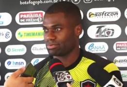 Serginho deve voltar a ser titular pelo Botafogo-PB após suspensão