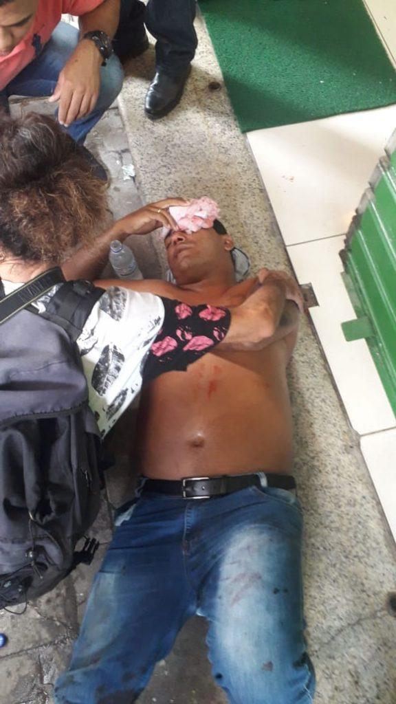 ambulantes 576x1024 - TUMULTO: Ambulantes fazem protesto e fecham ruas no Centro de João Pessoa