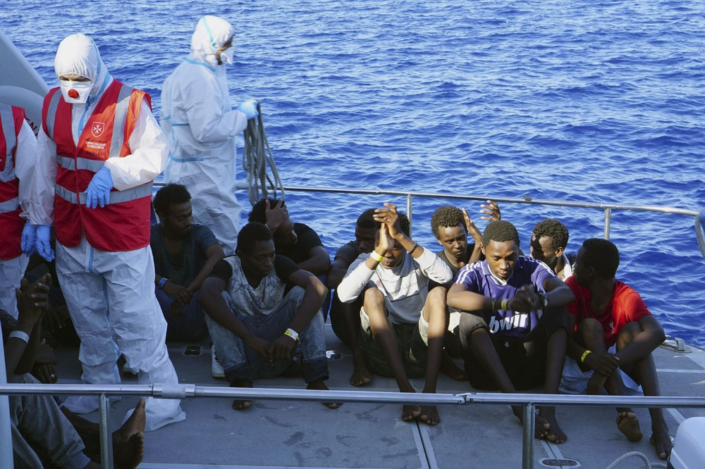 ap19229587655061 - Procuradoria ordena desembarque de migrantes do Open Arms na Itália
