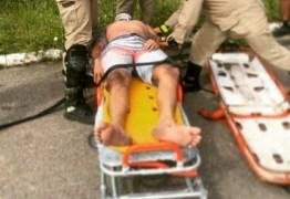 Ciclista cai na barreira de Cabo Branco e é resgatado pelos bombeiros – VEJA VÍDEO