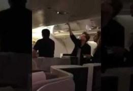 NAS NUVENS: Dilma Rousseff perde mala na primeira classe – VEJA VÍDEO
