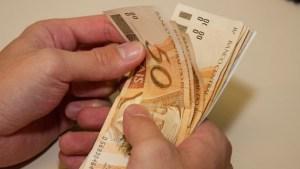 dinheiro - Comissão do Congresso aprova salário mínimo de R$ 1.040 para 2020